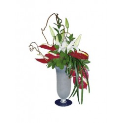 Kompozycja kwiatów w wazonie