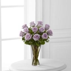 Lawendowe róże - bukiet z wazonem