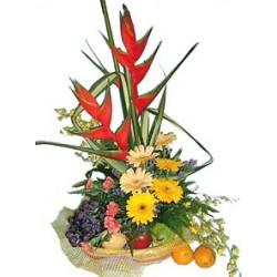 Aranżacja kwiatów ciętych z owocami