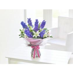 Marzycielskie ostróżki z liliami