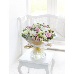 LARGE COUNTRY GARDEN HAND-TIED