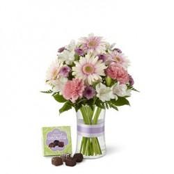 Bukiet kwiatów mieszanych z czekoladkami