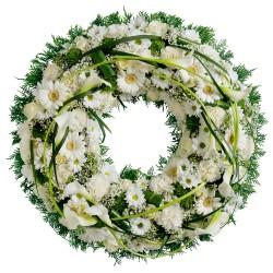 Wieniec z białych kwiatów