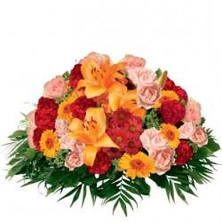 Pomarańczowa poduszka z kwiatów