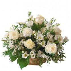 Kwiaty w koszu - białe