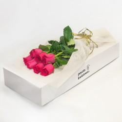 7 różowych róż