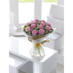 Uroczy bukiet różowych róż