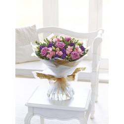 Bukiet różowych i fioletowych kwiatów