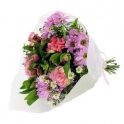 Bukiet mieszanych różowych kwiatów
