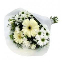 Bukiet mieszanych białych kwiatów