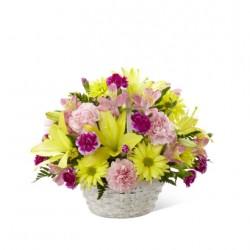 Bukiet kwiatów mieszanych w koszyku