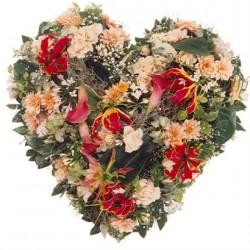 Serce z sezonowych kwiatów