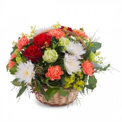 Mixed basket in warm shades and greens