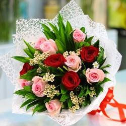 Bukiet różowych i czerwonych róż