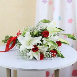 Powabne róże i lilie
