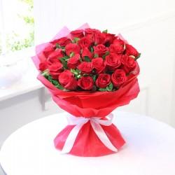Promienny bukiet czerwonych róż