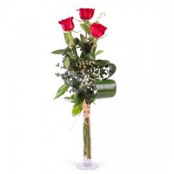 3 długie czerwone róże