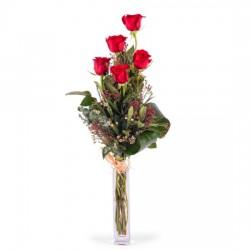 5 długich czerwonych róż