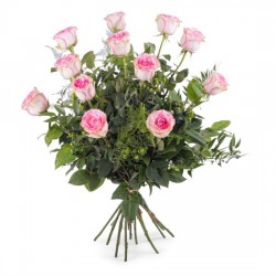 12 długich różowych róż