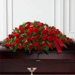 Wiązanka z czerwonych róż na trumnę