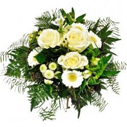 Bukiet białych kwiatów mieszanych