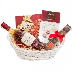 kosz na dzień matki, prezent dla matki, wino różowe, pralinki, czekoladki hamlet, czekoladki cupido