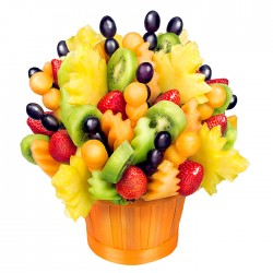 bukiet owocowy, prezent dla matki, prezent na dzień matki, truskawki, kiwi melon, winogrona,