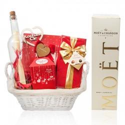 Romantyczny prezent z szampanem