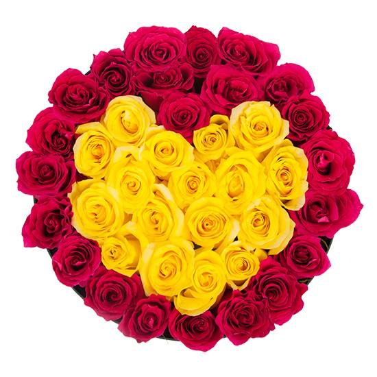 Czerwone i żółte róże w czarnym pudełku