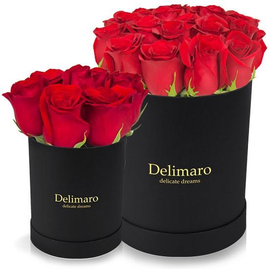 Czerwone róże w czarnym pudełku