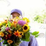 Czy wypada dać mężczyźnie kwiaty?