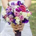 Kwiaty we wrześniowych bukietach ślubnych